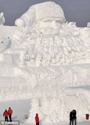 amazing-giant-ice-sculptures-3