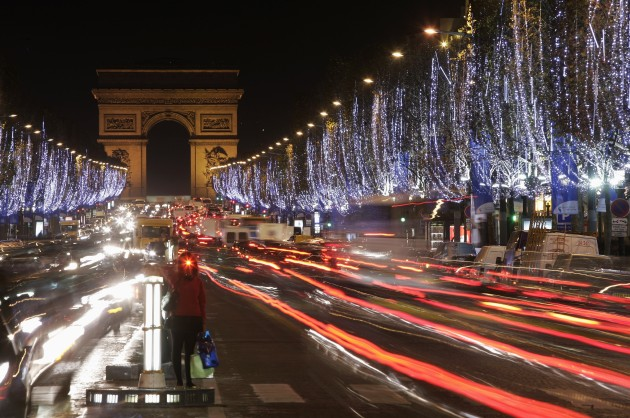 paris_xmas_champs_elysees_getty_images1