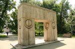 Constantin Brâncuşi-Poarta Sarutului