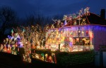 Suburbia+Lights+Up+Christmas+dkX4VKmEXTwl