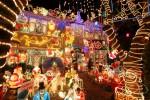 Suburbia+Lights+Up+Christmas+rpDu1p3IUdpl